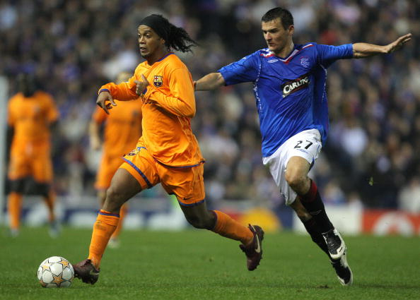 Lee McCulloch (R) of Rangers vies with R